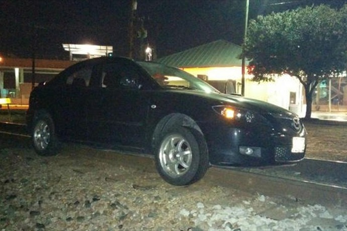 Driver Blames GPS for Ending Up on Railroad Tracks_1078092323236955303