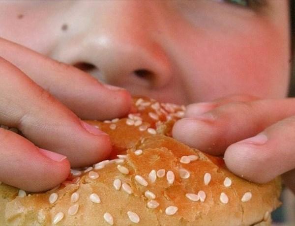 Kid's Eating Unhealthy Foods_-6428523180185271886