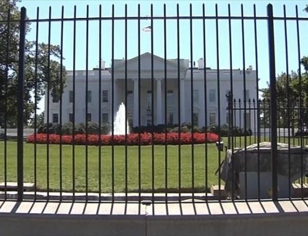 White House Gate Crashed into _-2239272424621653193