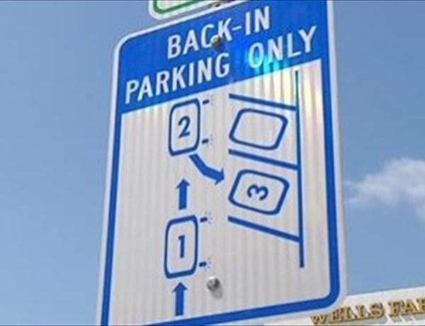 back in parking_1060203556991746567