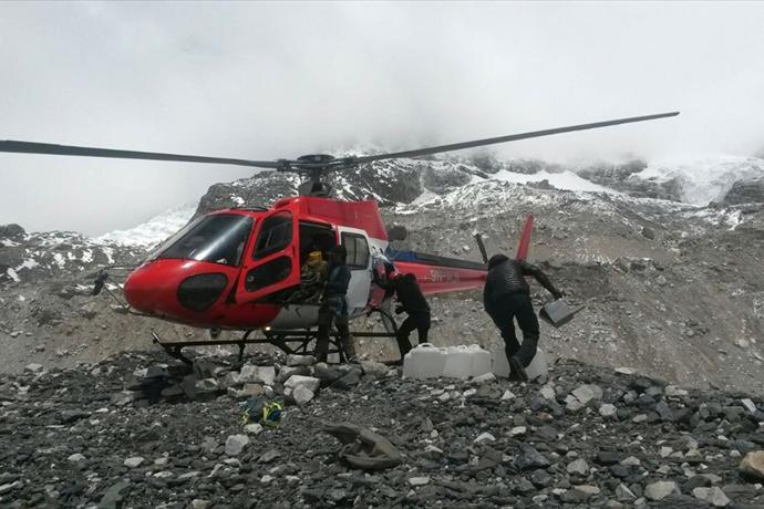 Nepal Everest Avalanche_-1547033559191239361
