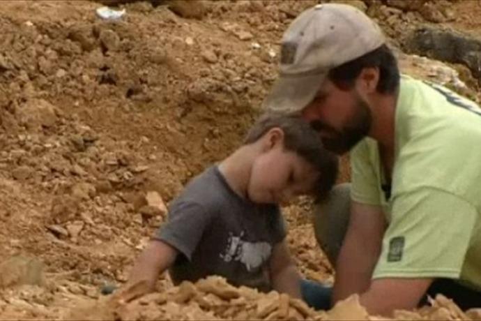 Boy Finds Dino Bones_-2168576900706317200