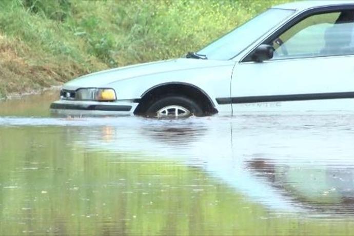 car stranded, water, rain_-5579175227876882270