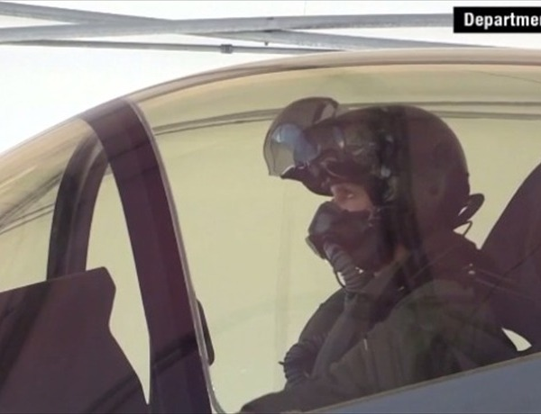 F-35 female pilot _3095798908490107278