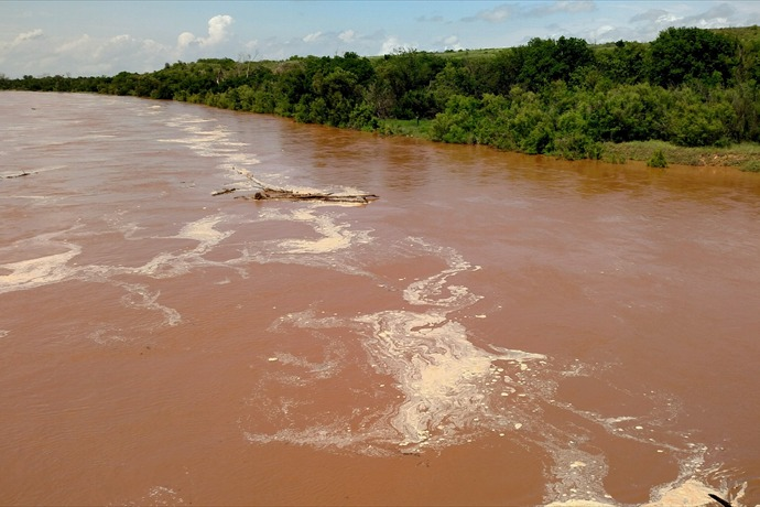 Red River_-8378598390864983038