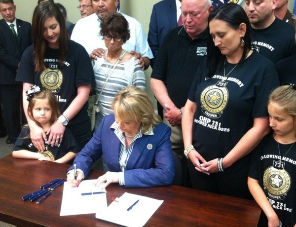 Gov. Mary Fallin signs Bill_-4935772292488017274
