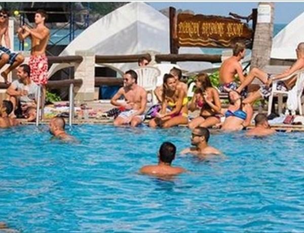 Swimming pool_6049490740412893995