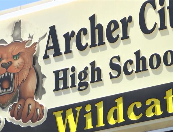 Archer City ISD Debates Allowing Teachers To Carry Concealed Handguns_5909560339787763125
