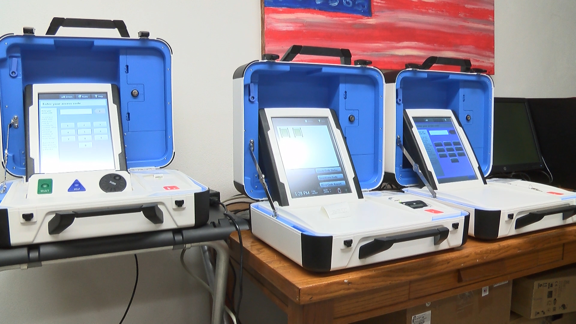 voting machines_1483745376300.jpg