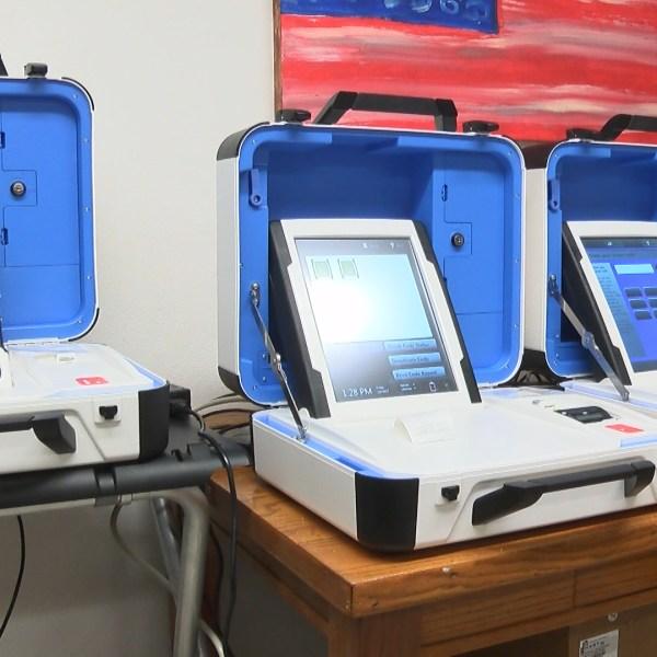 voting machines_1483745376300.jpg